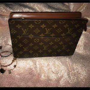 💯 authentic Louis Vuitton Pochette Homme